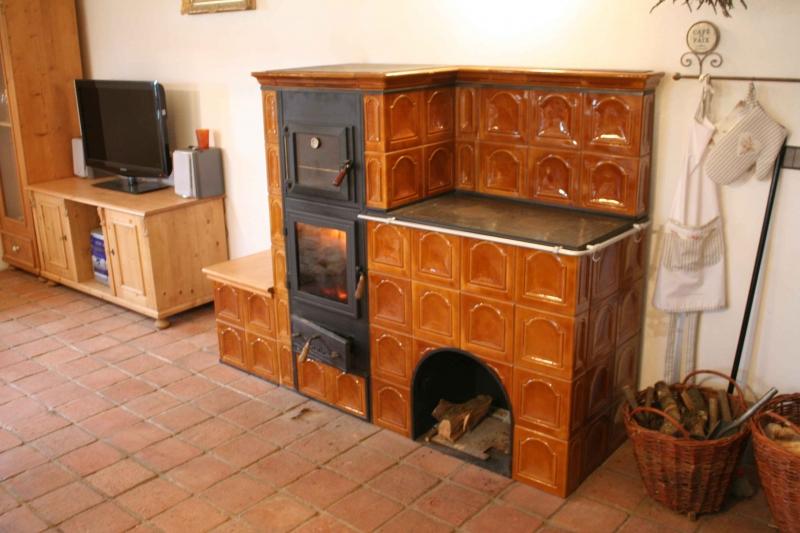 Kuchyňská kachlová kamna